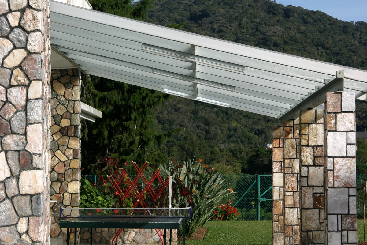 Overdekt terras materiaalsoorten constructie en dak prijzen - Hoe een overdekt terras te bouwen ...